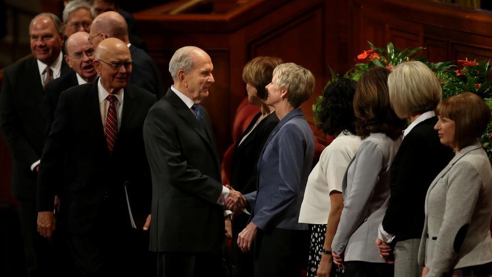 President Russell M. Nelson greets Sister Jean B. Bingham