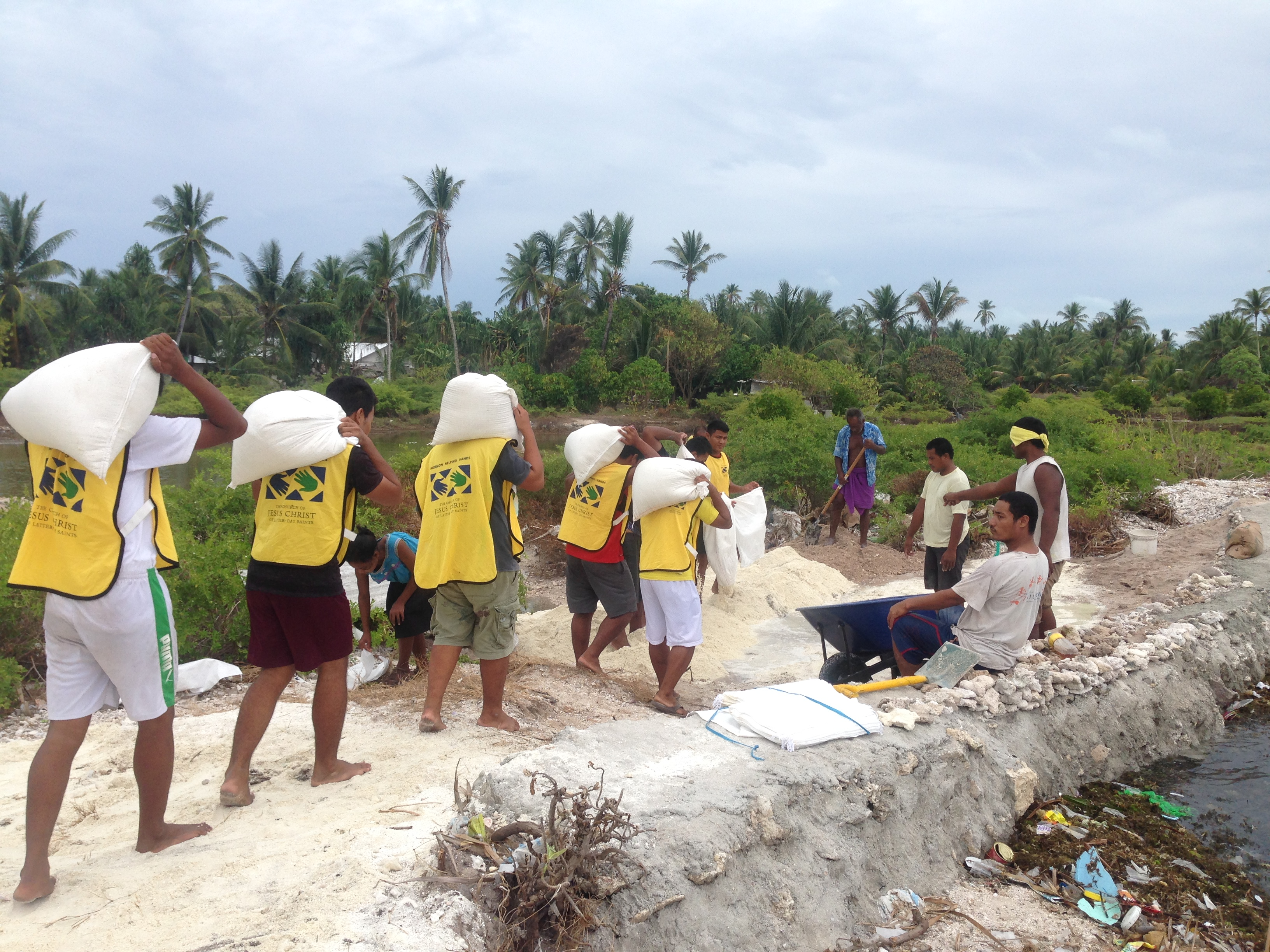 Kiribati flood1 2014