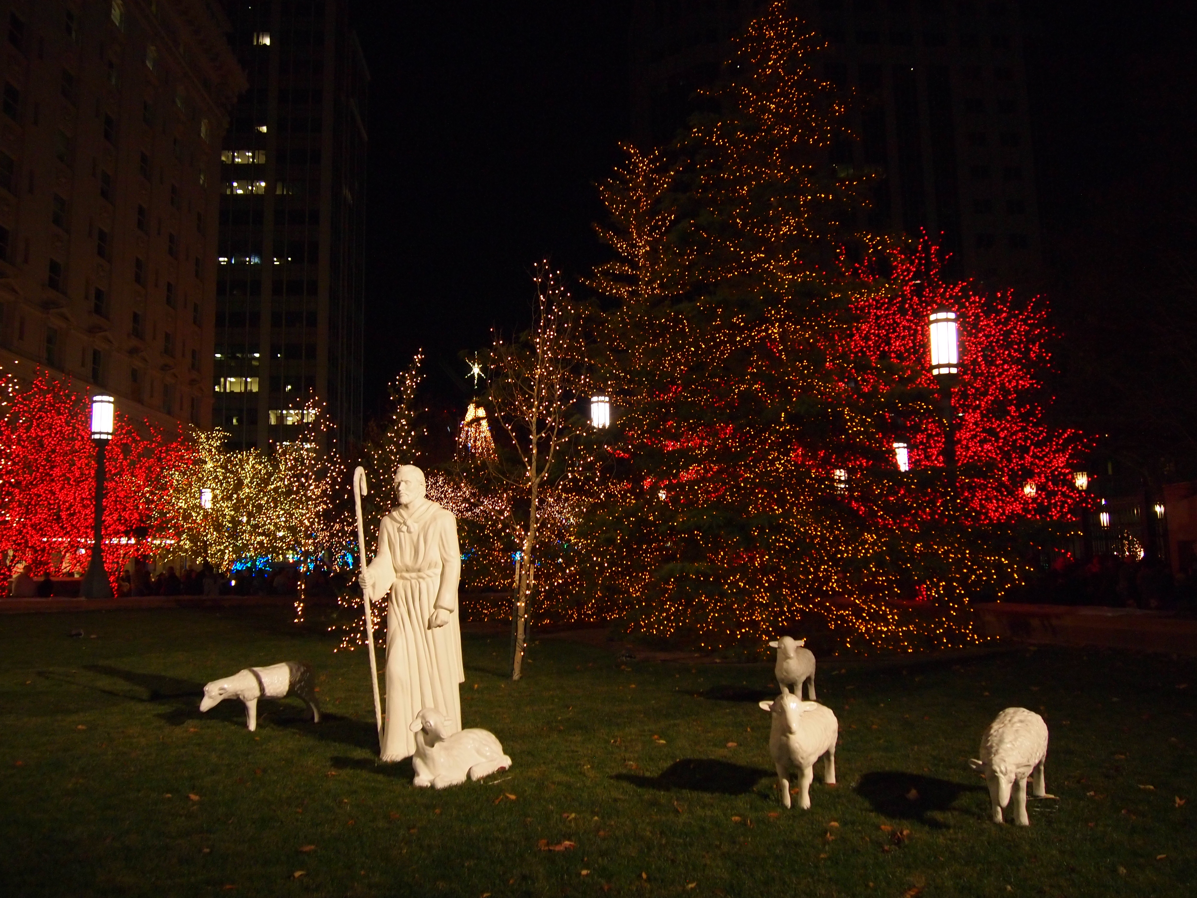Temple Square lights14 2014