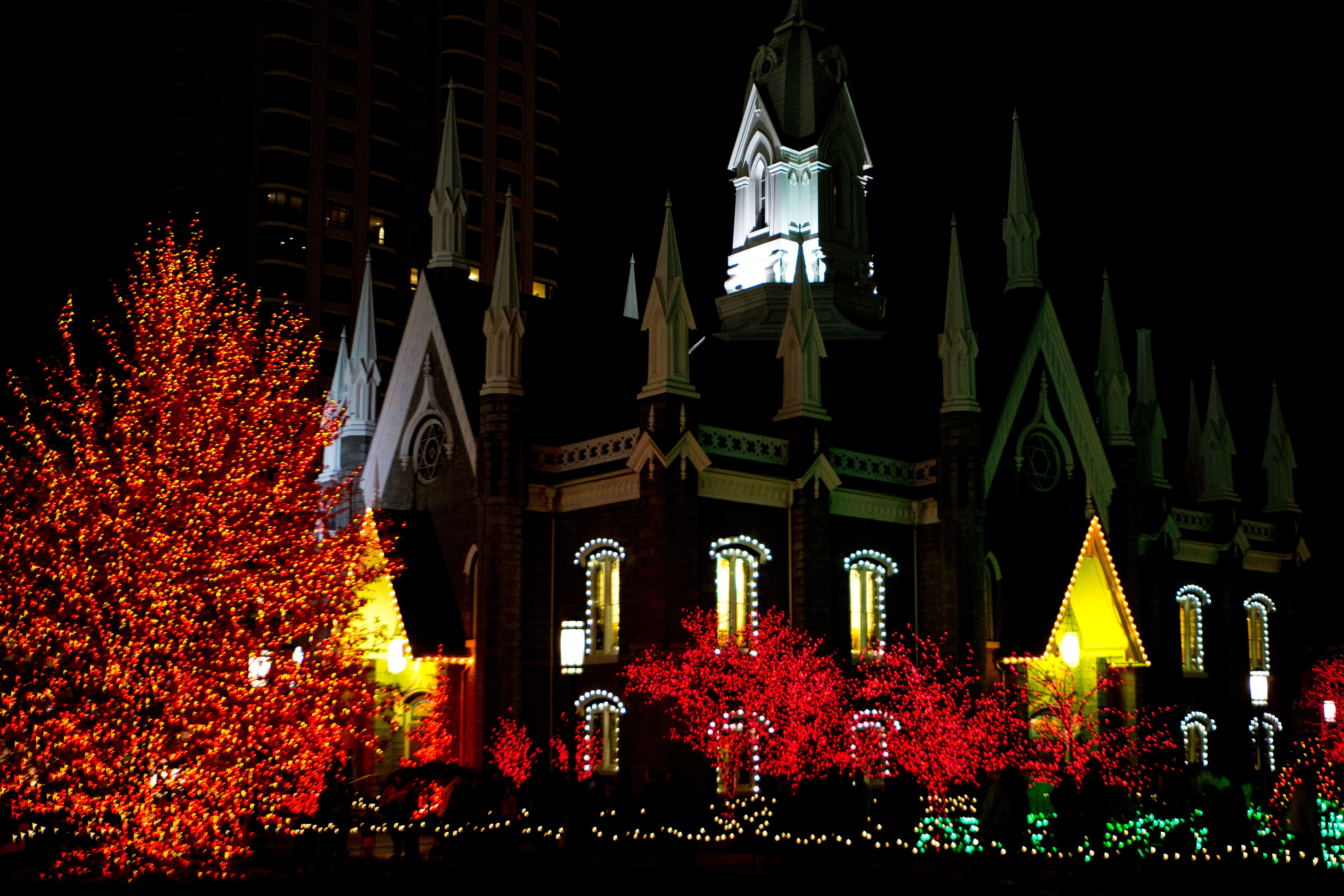 Temple Square lights7 2014